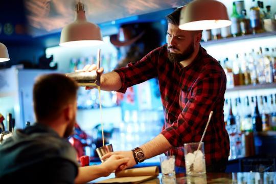 бар обзаведен с бар оборудване качествено