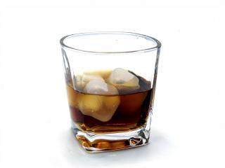 стъклена чаша за алкохол